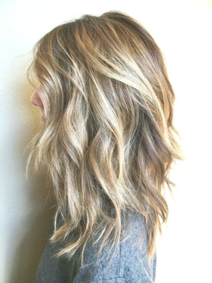 Unordentliche Blonde Schattierungen Auf Schweren Schichten Width 470 Height Thick Hair Styles Medium Hair Styles Hair Styles