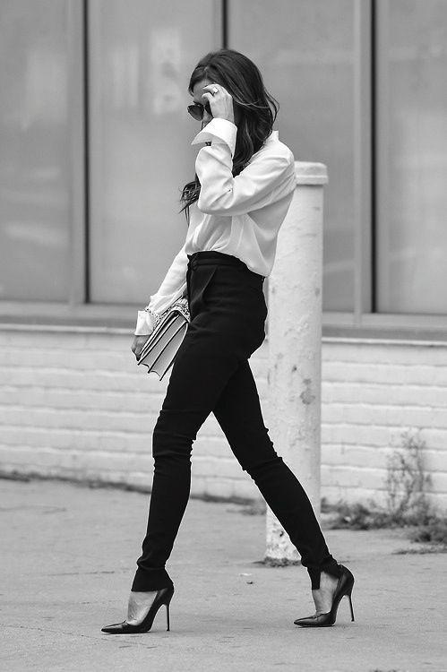 forthosewhocravefashion:  Victoria Beckham Street Style
