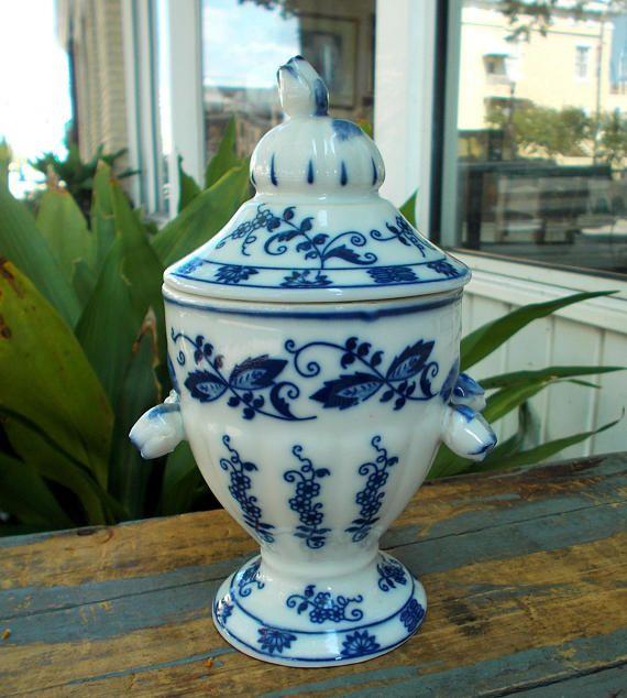 Vienna Woods Blue Onion Ceramic Ginger Jar Seymor Mann With