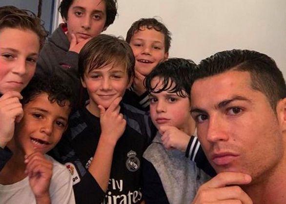 Ronaldo Gabung Teman Putranya di Mannequin Challenge
