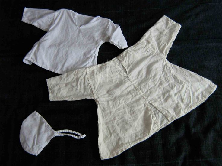 set of linen clothes for child, late medieval