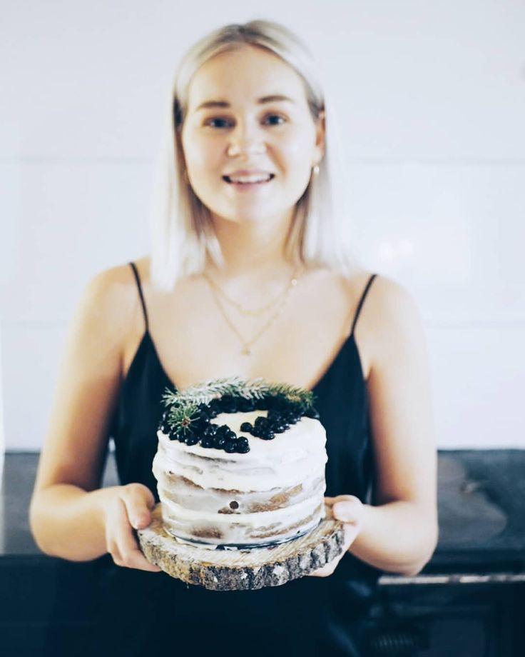 Cake anyone? . . . . . . . . #nakedcake #homebaked #cakeinspiration #suomi100kakku #homemadecake #weekends #olympussuomi #olympusepl7 #cakephotography #vscocam #cakephoto #kakku