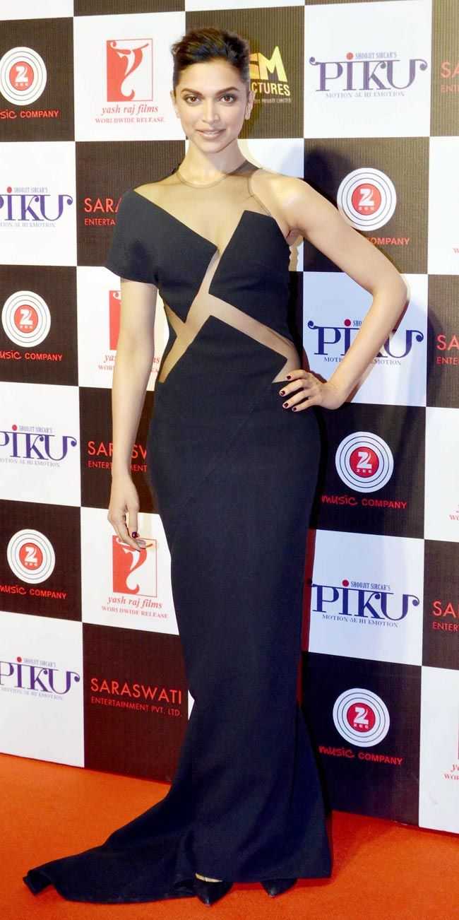 Deepika Padukone at the success bash of Piku.