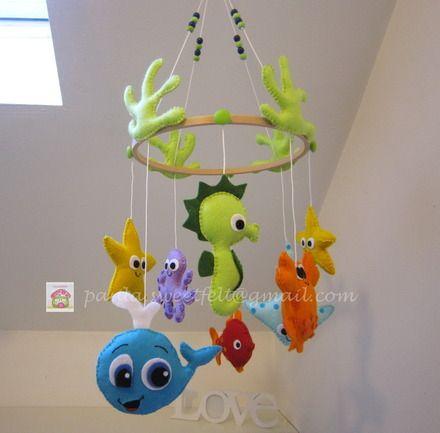 Pour décorer la chambre et amuser bébé, voici le mobile de la mer. Uniquement sur demande, il peut être réalisée dans d'autres coloris suivant le stock existant. Ceci est un  - 3817285