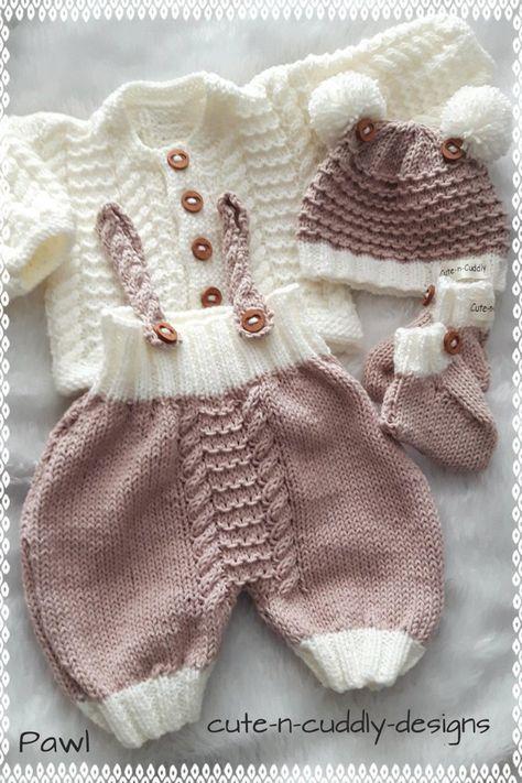 Conjunto em tricô feito a mão. |