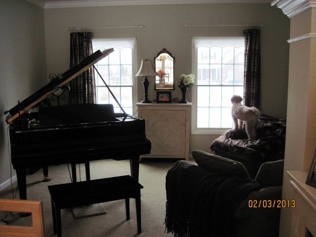 Decorating around a baby grand piano in a small living for Piano room decor