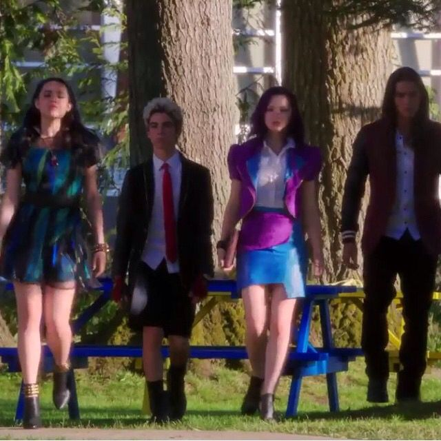 Descendants  (Starting from the left): Evie [sofia carson], Carlos De Vil [Cameron Boyce], Mal [Dove Cameron], Jay [BooBoo Stuart]