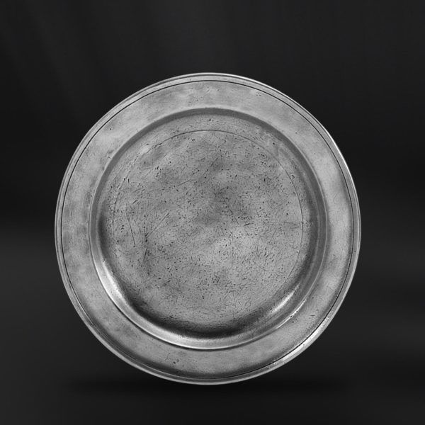 Pewter Dinner Plate - Diameter: 27 cm (10,6″) - Food Safe Product - #pewter #dinner #plate #peltro #piatto #portata #piano #zinn #teller #zinnteller #étain #etain #assiette #plat #peltre #tinn #олово #оловянный #tableware #dinnerware #table #accessories #decor #design #bottega #peltro #GT #italian #handmade #made #italy #artisans #craftsmanship #craftsman #primitive