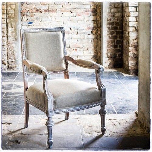 #Fotel #Poranna #mgła #tapicer #białystok #tapissier #upholstery #декораторы #fotel #krzesło #jadalnia #armchair #uslugi #tapissierdecorateur #tron #interiordesign #homedecor #wystrojwnetrz #декорстен #na_sprzedaz #forsale #chair #szary #gris #na_strychu_igora #tapicerstwo_dawne_i_wspolczesne