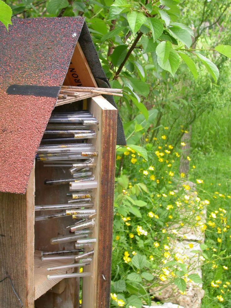 Les 92 meilleures images du tableau nichoirs pour insectes sur pinterest nichoirs abeilles et - Hotel a insectes nature et decouverte ...