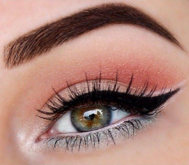 Machiaj de ochi in culori deshise si luminoase. #linietusdeochi #machiajluminosochi