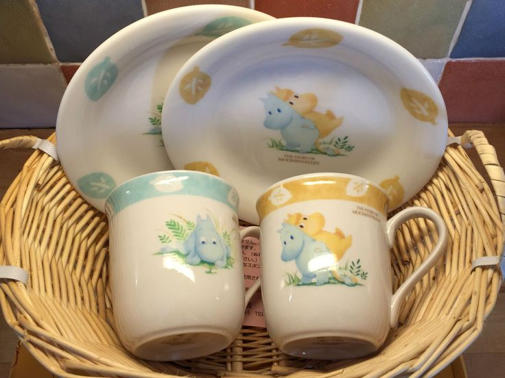 Moomin - Yamaka Moominvalley 2 Mugs and 2 Plates in Basket -  Extremely Rare