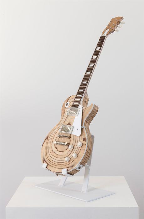 RAW et boisée, une Gibson Les Paul Custiom comme on en voit rarement ! Retrouvez des cours de guitare d'un nouveau genre sur MyMusicTeacher.fr