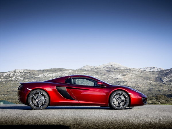 Charmant McLaren Unveil Its Spider (© McLaren Automotive Limited)