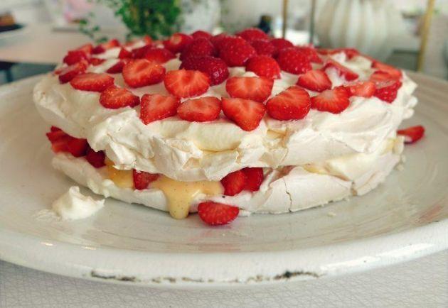 marängtårta med vaniljkräm