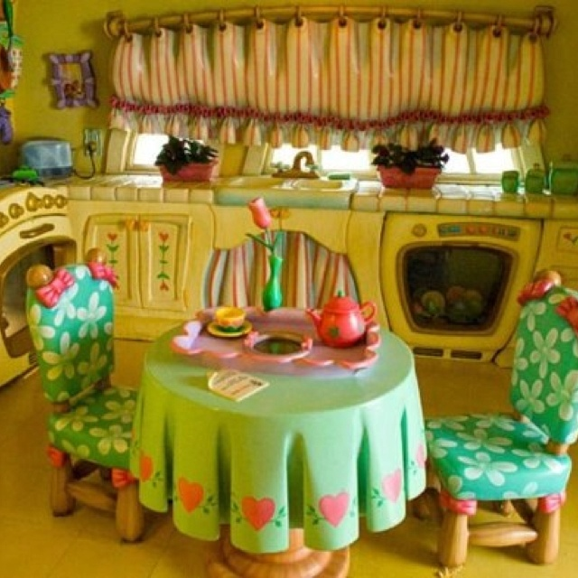 Kitchen at Minnie's house at Disney World