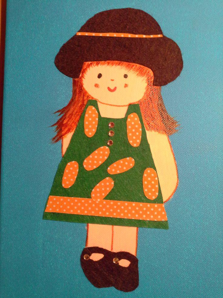 Niña con vestido verde y naranja