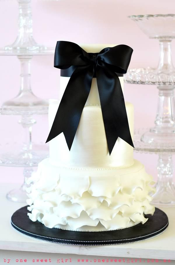 Black & White Wedding Cake - I like the idea but not really a fan of the bottom tier combined with the bow