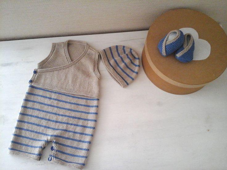 """ensemble layette tricoté rétro à rayures en coton """"ficelle"""" et bleu : barboteuse , bonnet et chaussons : Mode Bébé par atelier-anne-b"""