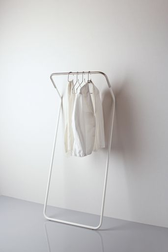 minimalistic coat stand by peter van de water for cascando via kenderfrau.
