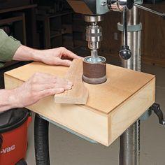 Lixadeira adaptada em Furadeira de Coluna / Dust Free Sanding Table --> http://www.woodsmithtips.com/2013/01/03/dust-free-sanding-table/?utm_source=WoodsmithTips_medium=email_campaign=6682