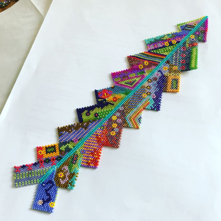 Arrow bracelet by ingwang (Ingrid Wangsvik). Geometric Peyote. More on her Instagram account at http://www.pictaram.com/user/ingwang/335321561