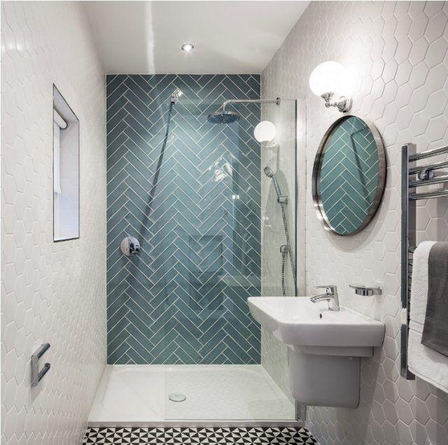 aménagement petite salle de bain blanc-bleu