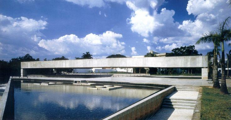 O Museu Brasileiro da Escultura (MUBE) é uma instituição cultural privada localizada no Jardim Europa, cidade de São Paulo. Foi inaugurado em maio de 1995, com o objetivo de divulgar os mais diversos segmentos da arte, priorizando a escultura e os suportes tridimensionais.