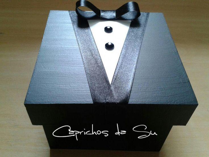 Caixa de MDF tamanho 10 x 10 personalizadas com noivinho ou noivinha. Ideal para convidar os padrinhos.    O VALOR É REFERENTE À 1 UNIDADE.