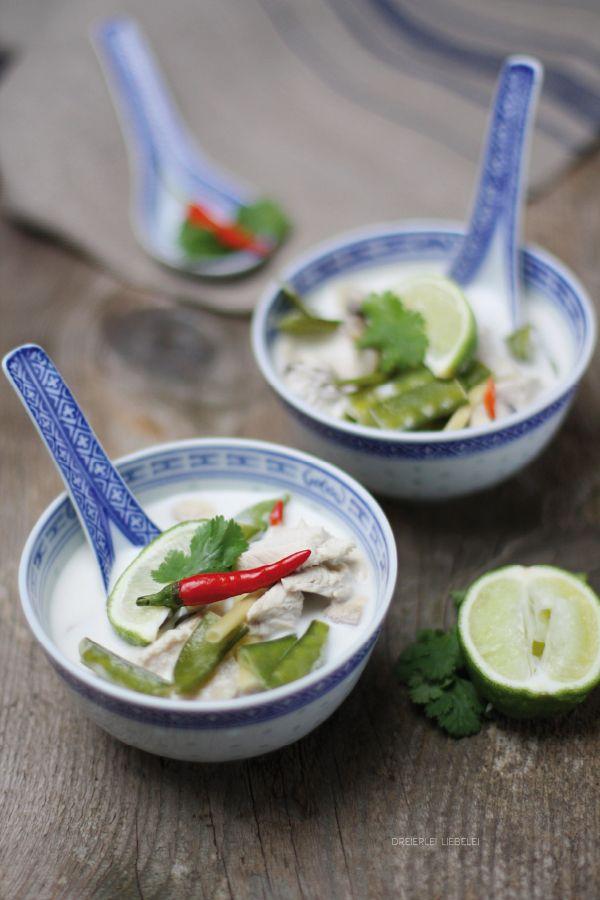 Thailändische Hühnersuppe mit Kokosmilch {Tom Kha Gai}