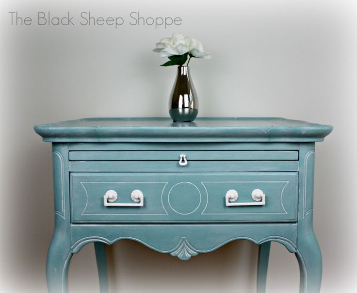 Queen Anne Style Side Table In Provence