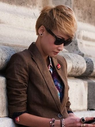Round faces tend to look best in pixie cuts that are longer on top than they are on the sides and in the back. Here are some examples: