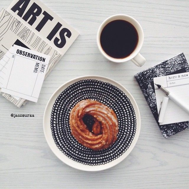 Afternoons we do like @jaszmurka - have a break refill the coffe and get right back at it. // #marimekko #marimekkohome #regram  #siirtolapuutarha // Siirtolapuutarha Plate by marimekkodesignhouse