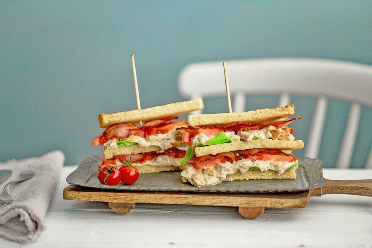 Superenkel og god club sandwich med kyllingsalat | Delikat