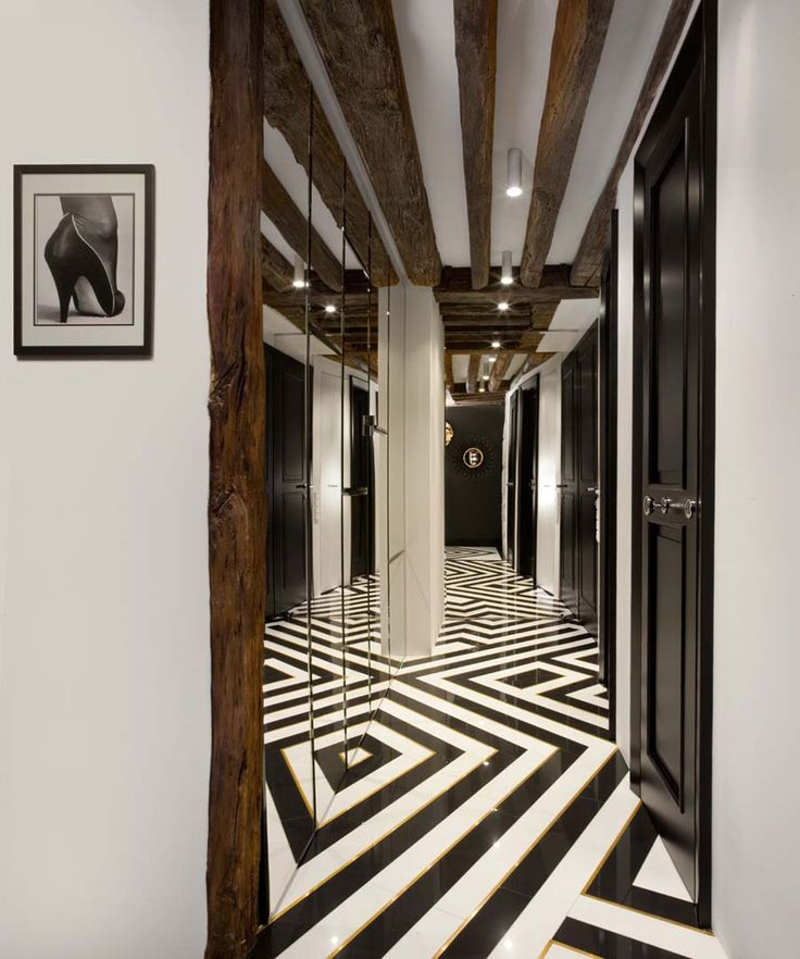 smart entry hall, pattern floor, black and white floor, brass inlay, brass, gold, entry, mirror wall, noir et blanc, laiton, noir, blanc, laiton, biały, czarny, podloga, mosiądz, pattern, Helmut Newton photo  we do design.pl Paris St Honore