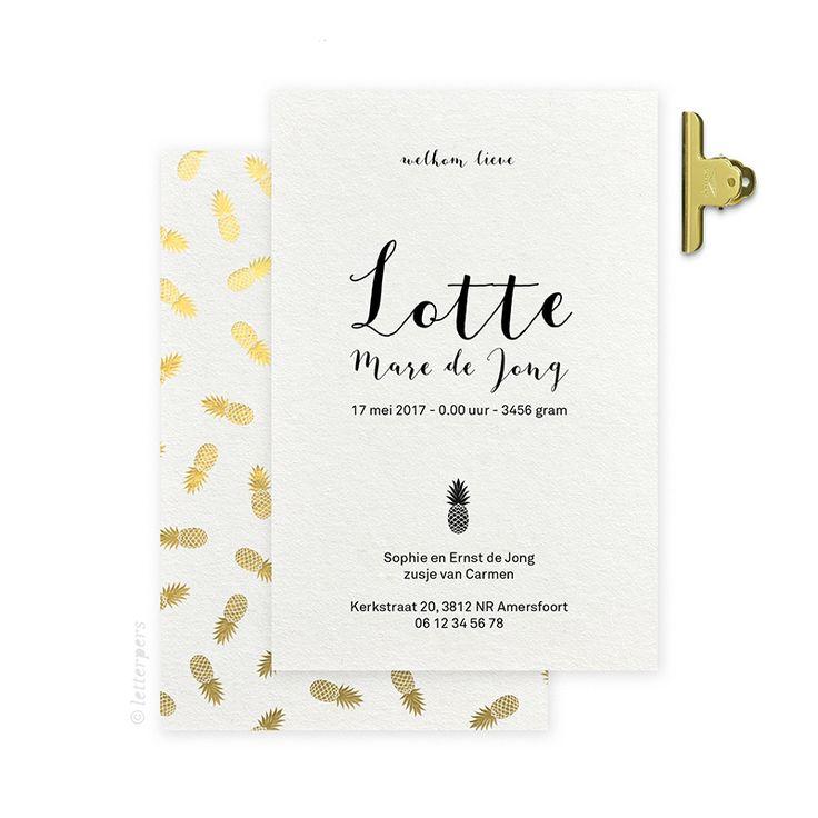 Geboortekaartje Lotte met gouden folie ananassen op de achterkant verdiept gedrukt in het papier wat het kaartje uniek maakt.