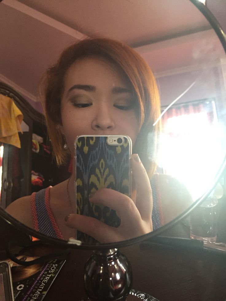 Maybe one day, I'll make a desk for makeup. Until now, I have only one pic with makeup ;)