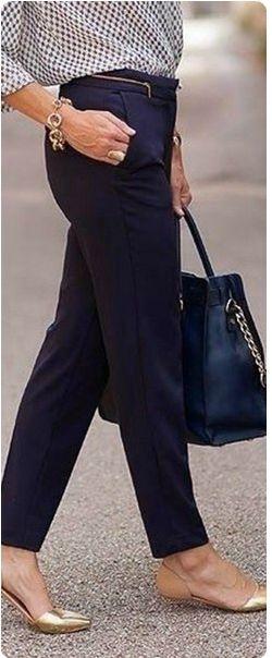 Синие брюки, рубашка, черная сумка, эспадрильи