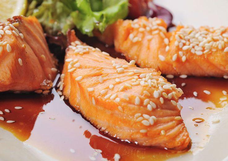 Teriyaki Lachsfilet – Glasiertes Lachsfilet  Wunderbar aromatisches Lachsfilet mit japanischem touch.  http://einfach-schnell-gesund-kochen.de/teriyaki-lachsfilet-glasiertes-lachsfilet/