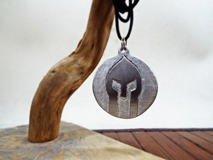 Spartan Helmet on shield Aluminum Necklace - Aluminum Handmade Spartan armor - 300 Spartan - Escudo espartano - Bouclier grecque by Aluminiopassions on Etsy
