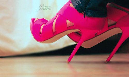 pretty pink!: Hot Pink Shoes, Hot Pink Heels, Bright Pink, Neon, Colors, Pink High Heels, Pinwheels, Pumps, Black