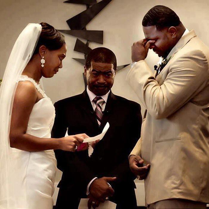 Décembre semble définitivement être le mois des mariages dans notre Royaume. Depuis le début de ce mois j?ai assisté déjà à cinq cél