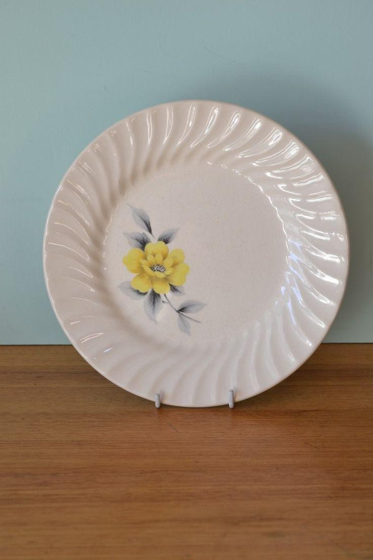 Vintage Johnson of Australia Dinner plate yellow flower 3195 - Funky Flamingo