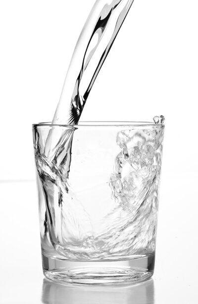 A beber mucha agua para evitar esas bolsitas en los ojos https://twitter.com/farmatodocol/status/396051620460773376
