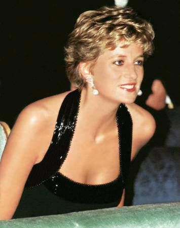November 28, 1994: Princess Diana at the UNESCO charity dinner at the Palace of Versailles in Paris, France.