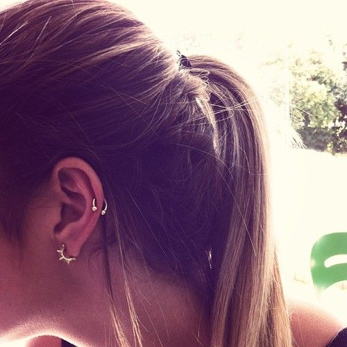 Spiked earring and auricle (low/middle cartilage) piercing perf