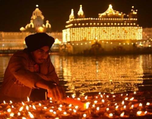 Diwali, festa di luce e affetti: le foto più belle (4)