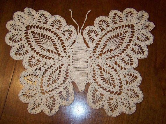 Toalhinha de crochê em forma de borboleta