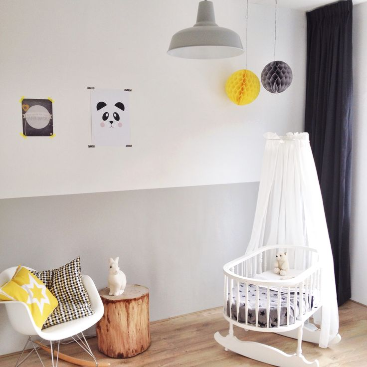 Babykamer grijs wit geel. Baby room grey white yellow. #nursery #kidsroom #heico #rockingchair