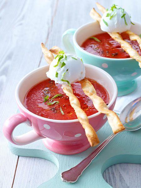 Kalte Tomatensuppe mit Grissini